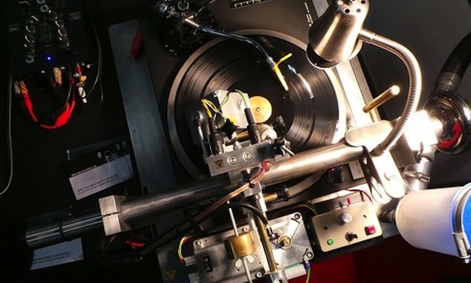 diy-vinyl-recorder-lets-you-cut-your-own-records-at-home