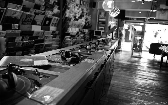 the-vinyl-factory-2manydjs-kutmah-little-boots-confirmed