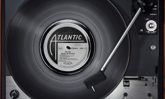 german-photographer-creates-6-foot-prints-of-classic-records-on-classic-turntables