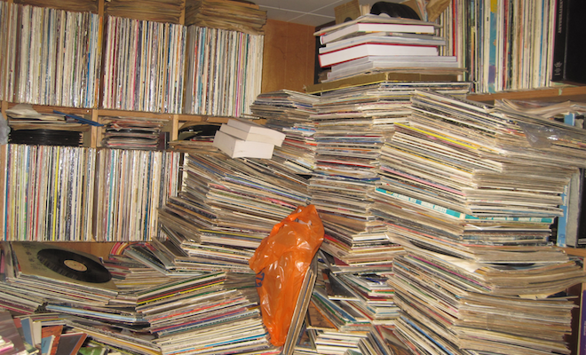 look-inside-the-infamous-hoarder-house-full-of-250000-records