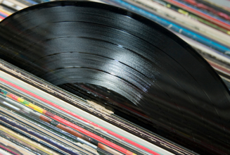Vinyl sales top half a million for 2013 in the UK to reach 12 year high