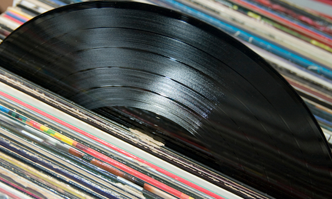 vinyl-sales-top-half-a-million-for-2013-in-the-uk-to-reach-12-year-high