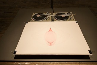 Artist transforms turntables into an automatic drawing machine
