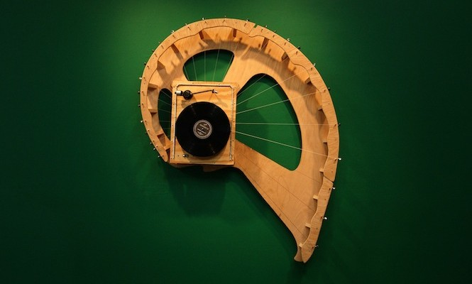 artist-creates-stringed-instruments-from-repurposed-record-players