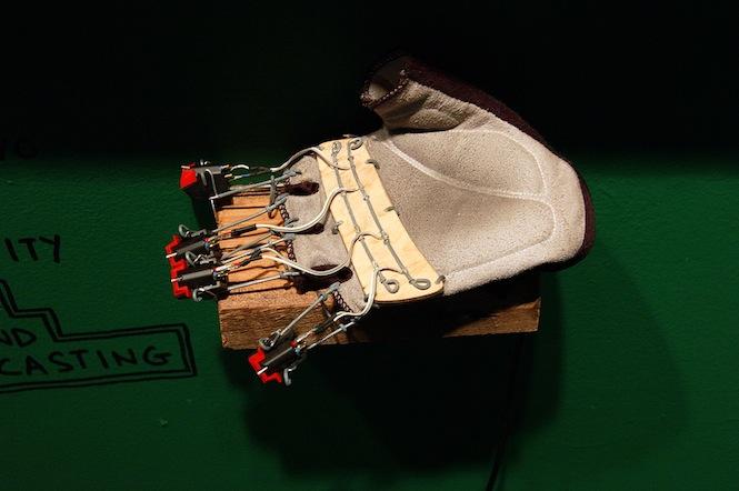 1403283192Stylus_glove