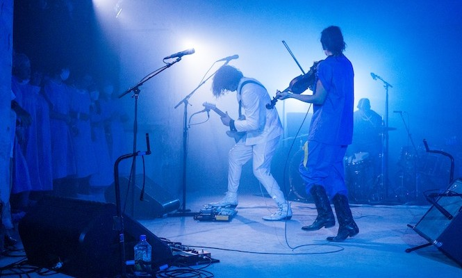 jack-white-reveals-disturbing-footage-from-secret-gig-at-the-vinyl-factorys-180-the-strand