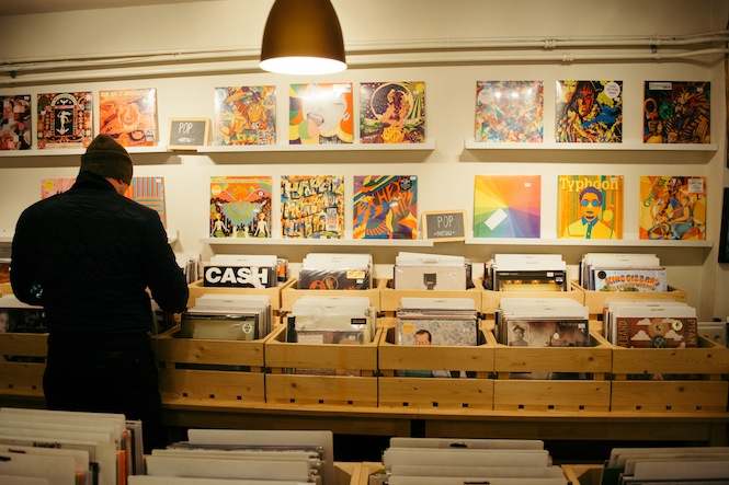 vinyl-sales-in-2015-worth-more-than-spotify-free-and-youtube-combined