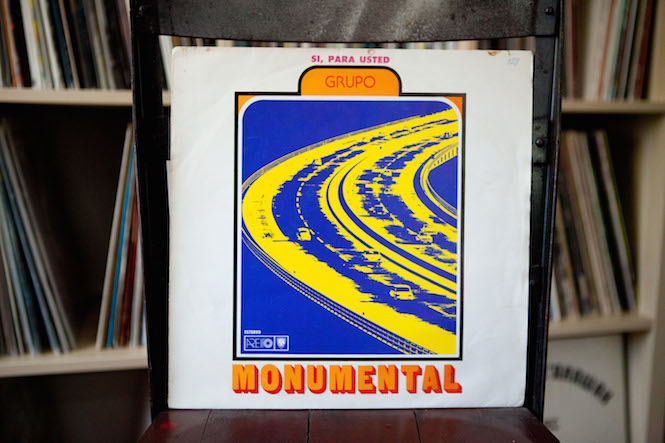 Sleeve design: Uncredited. Grupo Monumental - Si, Para Usted