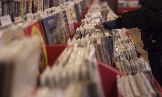 album-sales-fall-in-every-format-except-vinyl