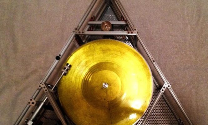 watch-jack-white-attempt-to-play-a-vinyl-record-in-space-live