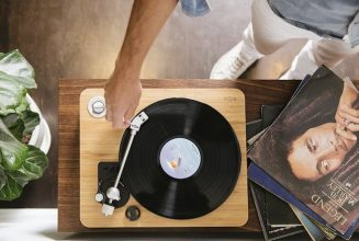 This Bob Marley-inspired turntable is made of bamboo and hemp